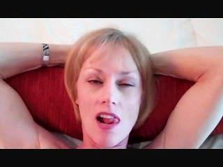 ميلاني لديه الديك في فمها!