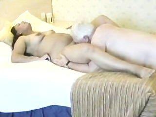 امرأة الهندي ممارسة الجنس مع رجل ناضج