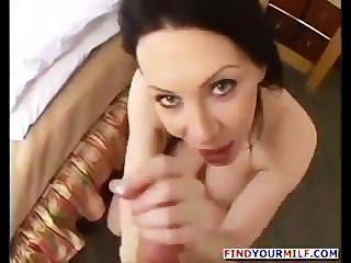 العيون الزرقاء رايفينيس زوجة ناضجة كبيرة سخيف