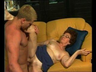 الجدة الرجعية يحصل dicking الساخن من مسمار العضلات