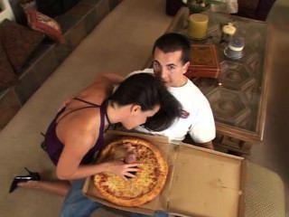 بيتزا السجق كبيرة بالنسبة لك