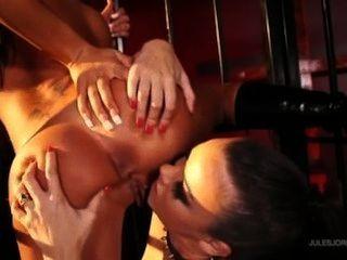 أنجلينا الحب يجعل صوفيا سانتي الرقيق جنسها