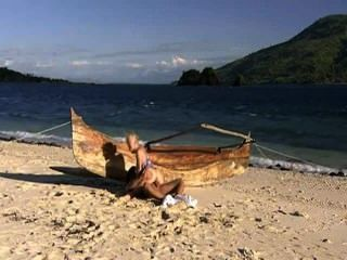 فاتنة الساخنة يحب الشاطئ وديك