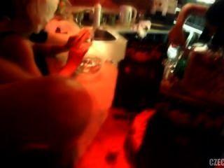 فاتنة التشيكية وسخيف في النادي الليلي الجنة الحلوة في براغ
