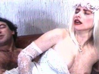 بوزي موانا والمشهد إيلونا ستالر المتشددين من الجنس مونديال