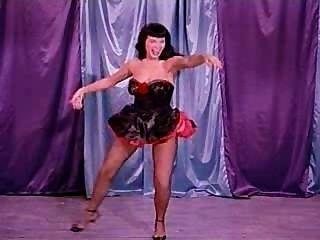 رقصة هزلي مع الصفحة بيتي