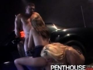 2 الفتيات الساخنة يعطي اللسان الساخنة والبلع نائب الرئيس