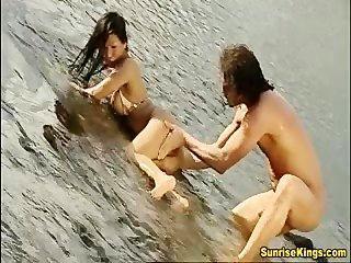 كبير الثدي الآسيوية فاتنة اللعنة الجاد والوجه