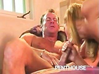 شقراء طويل القامة الساخنة تمتص الديك ويحصل مارس الجنس
