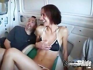 الساق نشر الفتيات تتمتع محرك الأقراص في ركوب الانفجار