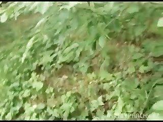 فتاة اليورو bangin نقدا في الغابات العامة