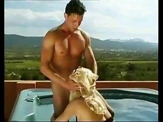 تانيا هانسن مارس الجنس في الجاكوزي