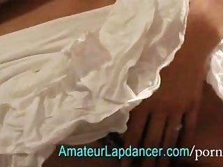 معظم امرأة سمراء جميلة تعري يرتدون اللباس زخرفي