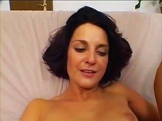 صغيرة حلمة الثدي امرأة سمراء يحصل لها الحمار مارس الجنس فقط