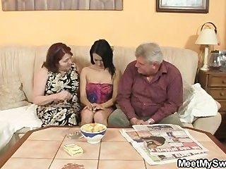 يغادر والآباء يمارس الجنس مع GF له