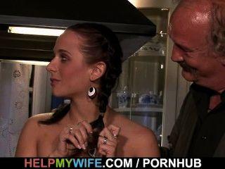 زوجة الساخنة تمتص والملاعين غريب