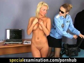 فتاة شقراء في فحص طبي خاص جدا