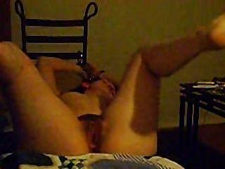 مكبل اليدين ومارس الجنس