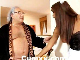 خشب الأبنوس كاتيا دي ليس مارس الجنس من الصعب من قبل الرجل البالغ من العمر