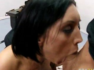 امرأة سمراء assed كبيرة ديلان رايدر يحصل لها الحلق العميق ومارس الجنس كس