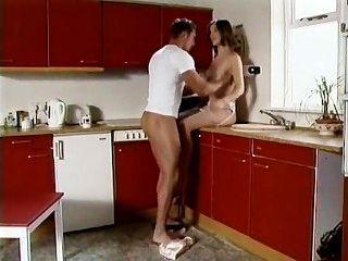 دايكن سارة في المطبخ