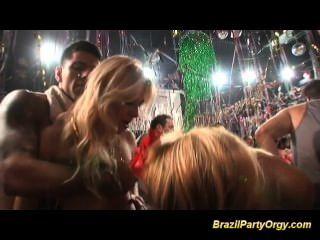 كبير الثدي فاتنة البرازيلي الحصول على الديوك الكبيرة مارس الجنس من الصعب