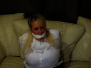 بلوزة بيضاء عبودية