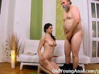 الشرج الجنس في سن المراهقة حنين يطرح رجل كبير السن لاتخاذ دبرها
