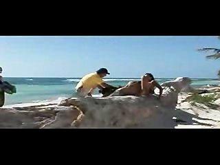 القحبة البهجة في شاطئ الجنة!
