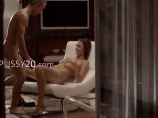 الجنس الفاخرة مع فاتنة رائعتين على كرسي