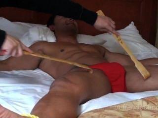قطعة كبيرة العضلات رائع والساخنة ملزمة ومدغدغ برايس دانتي