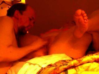 ممارسة الجنس مع مرافقة في غرفة الفندق