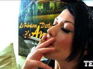 التدخين فتاة 2