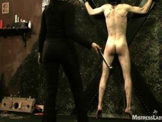 التعذيب femdom في زنزانة مع عشيقة سيدة جيني سادي