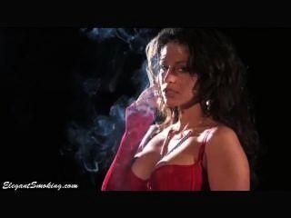 إميلي كلارك التدخين