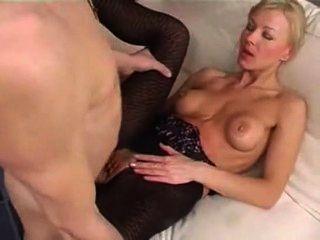أمي الروسية يمارس الجنس مع الصبي