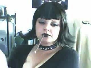 جميلة وقحة القوطي التدخين أكثر 120S