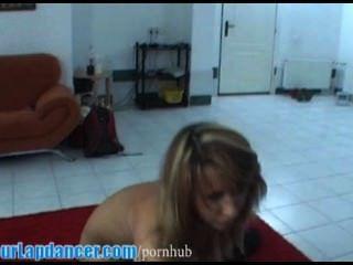 سيدة مثير مع الجسد المثالي يفعل lapdance