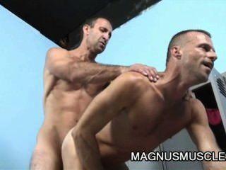 ميتش براون وستيفن ريتشاردز مطارق التكسير بعقب العضلات dilfs