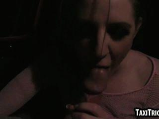 تحصل مارس الجنس فاتنة bruentte لذيذ من قبل سائق سيارة أجرة لها