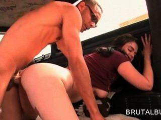 القذرة فرخ الهواة يحصل سلوتي، وممارسة الجنس المتشددين في حافلة