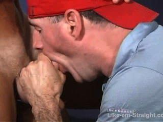 حلق الرأس STR8 العضلات لاتيني الصبي الملاعين وجهي.