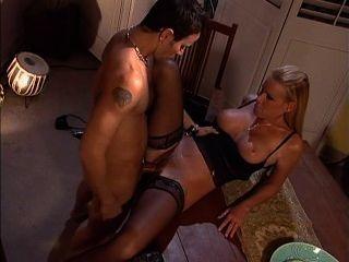 نيكول شيريدان العشاء فقط نظرة واحدة وممارسة الجنس مع بعل