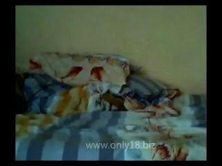 البلغارية امرأة سمراء في سن المراهقة كاميرا فيديو بالداخل