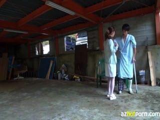 الممرضات إغواء المرضى ليمارس الجنس في الهواء الطلق