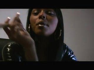 دوم أسود فتاة التدخين