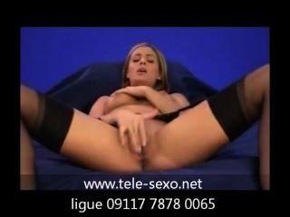 فتاة في جوارب، استمناء على أريكة www.tele sexo.net 09117 7878 0065