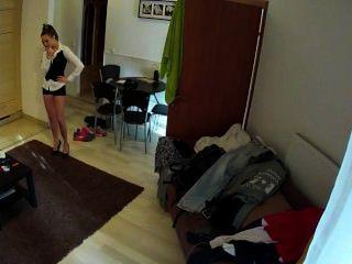 الساخنة امرأة سمراء خادمة مارس الجنس في غرفة الفندق