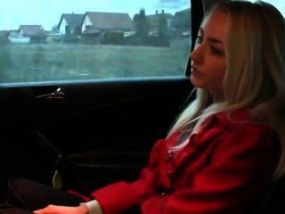 شقراء الهواة اسلوب هزلي مارس الجنس في سيارة أجرة