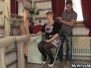 زوجته يترك وانه الانفجارات لها أمي الساخنة
